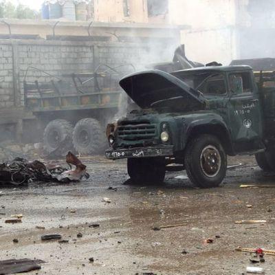 Autopommin tuhoa Syyriassa Deir ez Zorissa.