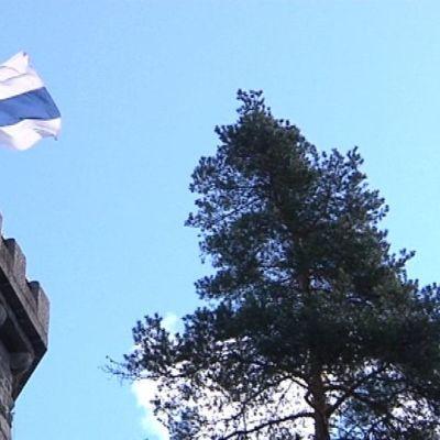 Aulangon näkötornissa liehuu Suomen lippu