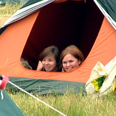 Nuoria teltassa