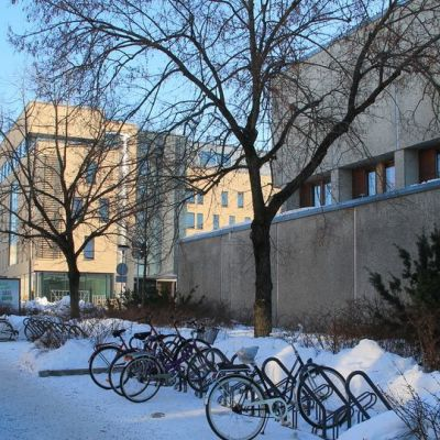 Ilmainen pysäköintialue Lappeenrannan maakuntakirjaston edessä