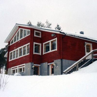 Kestilä talvi hirsirakennus