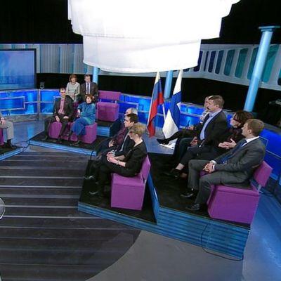 Keskustelijoita Ajankohtaisen kakkosen Venäjä-illassa.
