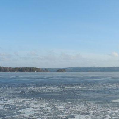 Päijänteen jäällä helmikuussa 2014.