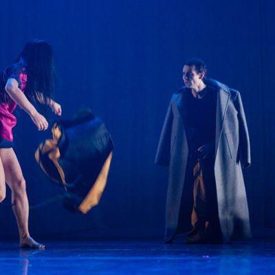 Sveitsiläinen tanssiteos Another chopsticks story voitti 2015 kansainvälisen koreografiakatselmuksen.