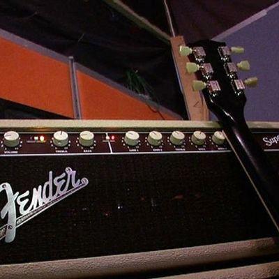 Vahvistin ja kitara