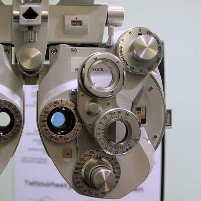 ikänäkö Specsavers optikko