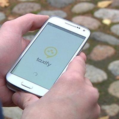 älypuhelin taksi-sovellus