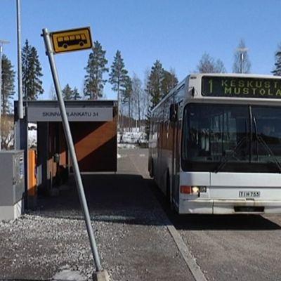 Bussipysäkki skinnarilasssa