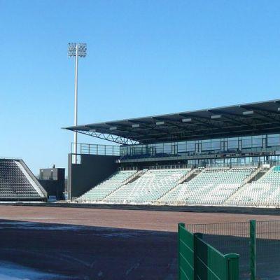 Talvisen Veritas Stadionin nurmea ei näy, kenttä on hiekan peitossa.