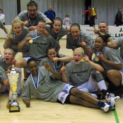 Vuoden 2012 naisten koripallon suomenmestari on Lappeenrannan Catz.