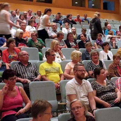 Asukastilaisuus Tornion vastaanottokeskuksesta. Läsnä oli 150 ihmistä.