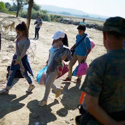 Pakolaisia kreikan ja makedonian rajalla.