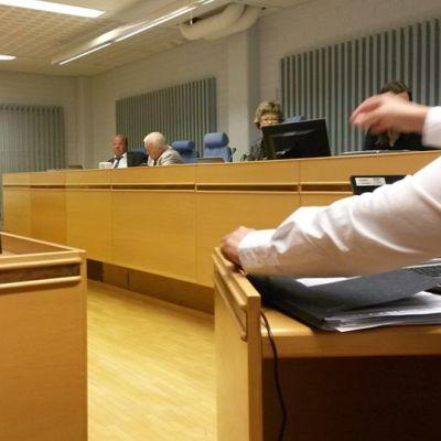 Oulun käräjäoikeudessa alkoi 31.8.2015 törkeän paritusjutun oikeuskäsittely