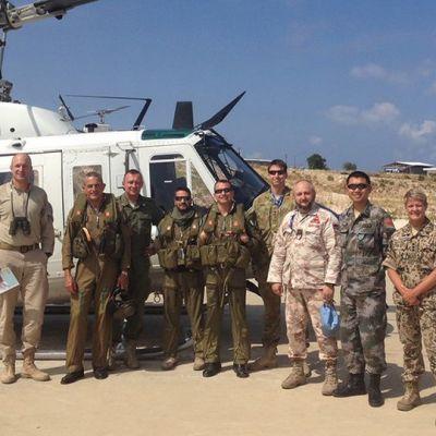 Kansainvälisten sotilastarkkailijoiden ryhmä Libanonissa. Miia Lehtinen kuvassa oikealla.