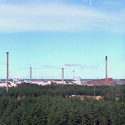 Korkealta otettu yleiskuva teollisuusalueesta