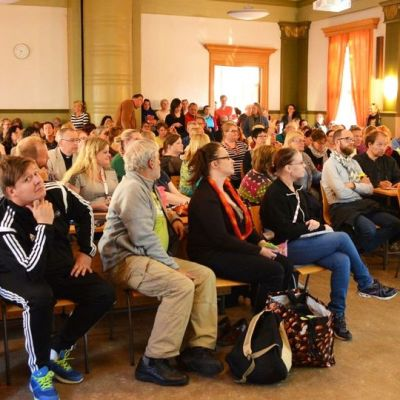 Turvapaikanhakijoita auttavan tukiyhdistyksen perustamiseen Oulussa osallistui parisataa kansalaista.