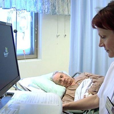 Sähköiset potilastiedot on siirrettävissä potilaan luo liikuteltavalla mobiilikärryllä.