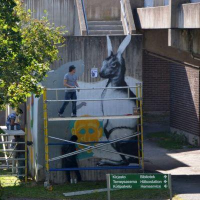 Jänisgraffiti Turun Varissuolla