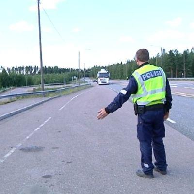 rekkaratsia Nastola poliisi pysäyttää ajoneuvoyhdistelmän