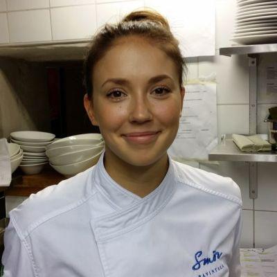 Nuorten kokkien MM-kisoissa hopealle sijoittunut Laura Virolainen ravintolan keittiössä