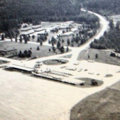 Joensuun lentoasema vuonna 1990.
