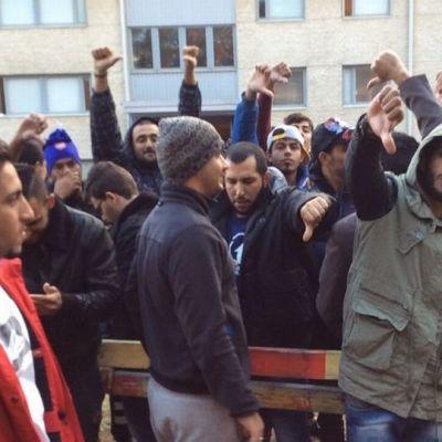 Oulun Hiukkavaaran hätämajoitusyksikön mielenosoitus