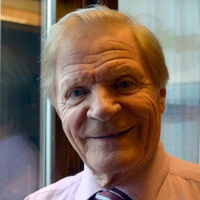Veikko Ahvenaisen uran mieleenjäävin osa on ollut keikkailu Olavi Virran kanssa.