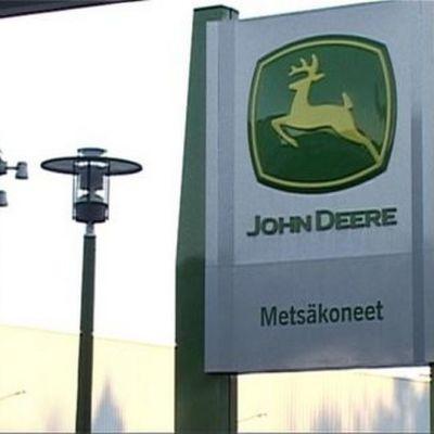 John Deeren Joensuun tehtaan logo.