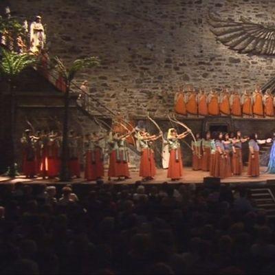 """Verdin """"Aida"""" palasi Olavinlinnan oopperanäyttämölle."""