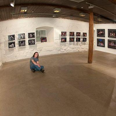 Ari Nakari omassa näyttelyssään