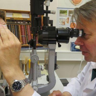 silmälääkäri, näöntarkistus