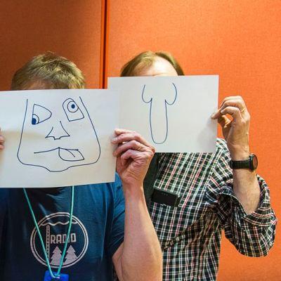 Kolme miestä, joiden kasvojen edessä paperille piirretyt yrjö, urpo ja jorma- naamarit