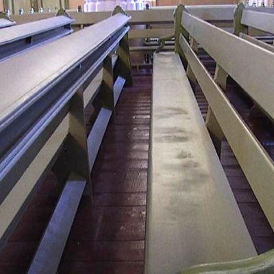 Loviisan kirkon vastamaalattuihin penkkeihin jäi viime vuoden lopulla pyllykuviot.