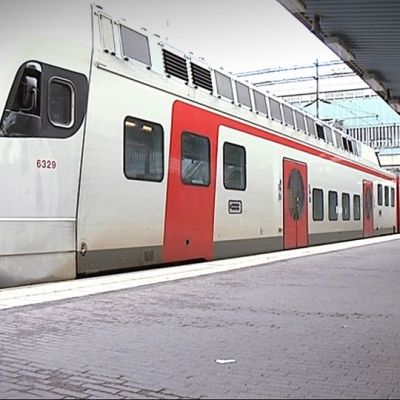 Juna asemalla.