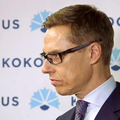Alexander Stubb kokoomuksen tiedotustilaisuudessa eduskunnan Pikkuparlamentissa lauantaina.