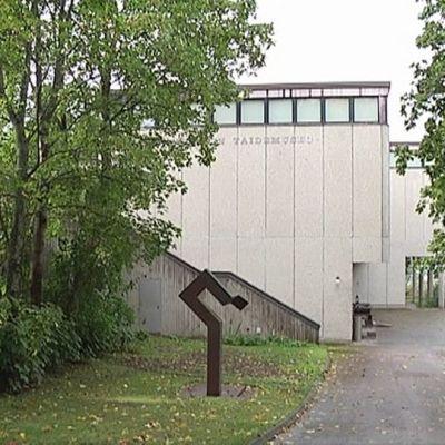 Sara Hildénin taidemuseo ulkoa.
