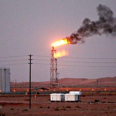 Khuraisin öljykenttä sijaitsee noin 160 km pääkaupunki Riadista itään.