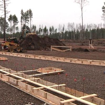 Talon perustuksia rakennetaan Kotkassa Räskin asuinalueella