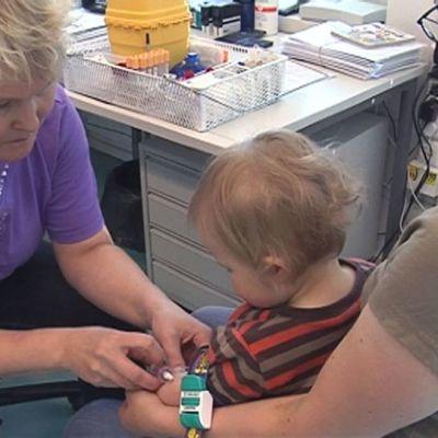 Lasta rokotetaan.