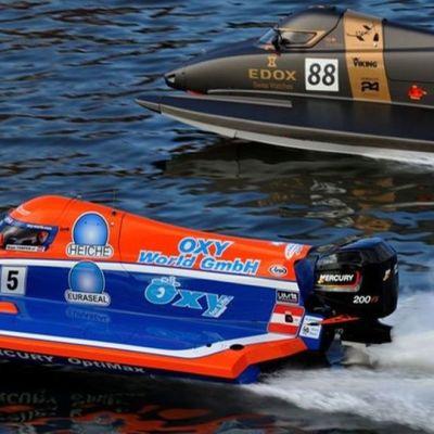 F2-veneitä vuoden 205 MM-sarjassa. Numero 88 Pal Virik Nilsen, Norja ja numero 5 Rudd Temper, Itävälta.