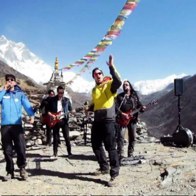 AncarA ja rap-artisti Signmark ovat soittaneet maailman korkeimman sähköisen keikan Nepalissa Mount Everestillä.