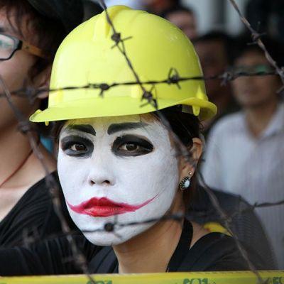Mielenosittaja protestoi työttömyyttä, matalaa palkkaa Taiwanissa.