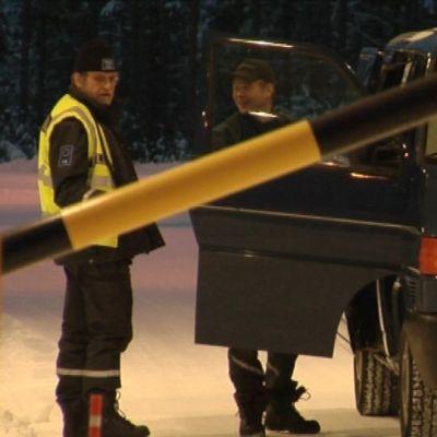 Bensaa mennään tankkaamaan Kuusamon rajanylityspaikan taakse Venäjälle.