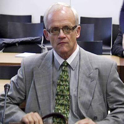 Jukka Vihriälä hovioikeudessa lokakuussa 2013.