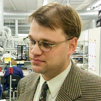Juha Sipilä tehtaassa