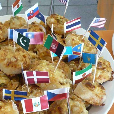 Rasismin vastainen päivä 2014 Hämeenlinnassa, tarjolla eri maiden herkkuja