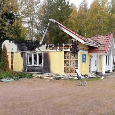 Jehovantodistajien valtakunnansali poltettiin elokuussa Pöytyän Yläneellä 2019.