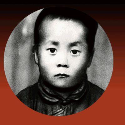 Dalai Lama nelivuotiaana ja vuonna 2020