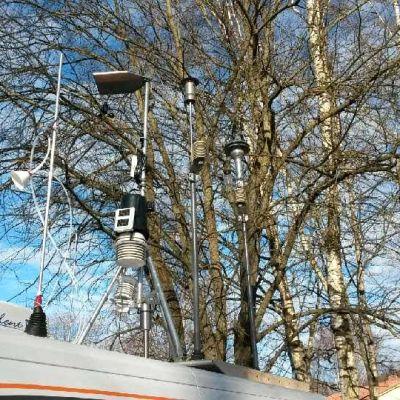 THL ja Tampereen kaupunki mittaavat ilmanlaatua Epilässä erikoisvarustetulla autolla keväällä 2016