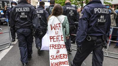 Demonstration i protest mot restriktioner. Berlin 25.4.2020